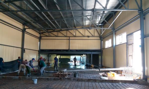 промышленный бетонный пол «топпинг»