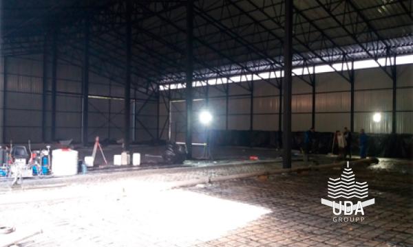 Промышленный пол топпинг в складском помещении